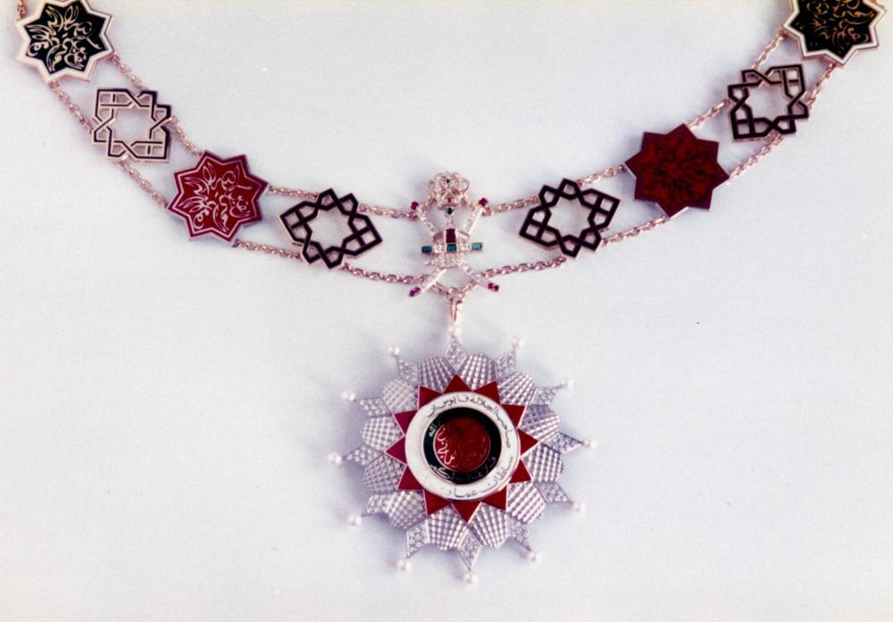 136 Oman collar+star.jpg