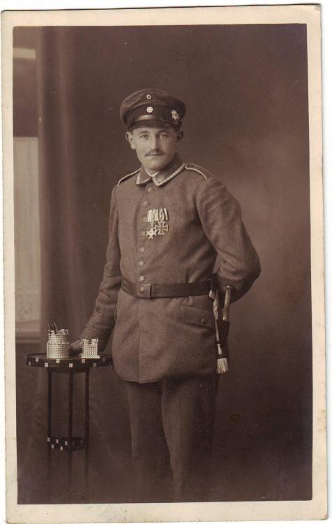 b.5.Fußart.Rgt.  (I.Abtl., 2.Kp., EK II, Merenti, Edelweiß, Verbandsabzeichen b.8.Res.Div.).JPG