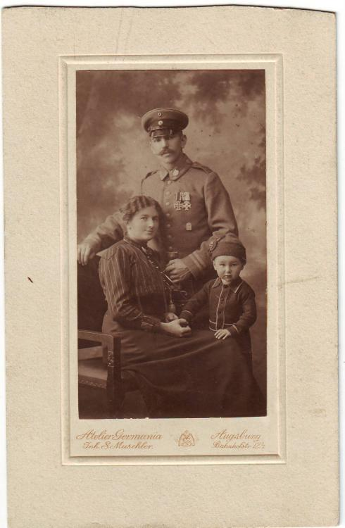 Minenwerfer-Kp. 208 (Feldwebel, b.8.Res.Div., 11.Armee, Verbandsabzeichen, EKII, bMVK).JPG