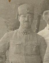 2 Konya Tayyare İstasyonunda Yüzbaşı Mehmet Kamil Efendi..jpg