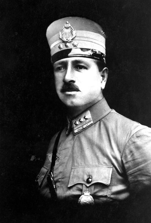 3 Mehmet Kamil 1924-1927 arası tayyareci yüzbaşı.jpg