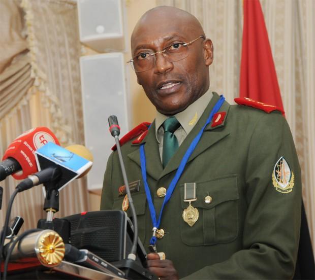 General-Nunda_Dombele-Bernardo_JAIMAGENS-620x552.jpg