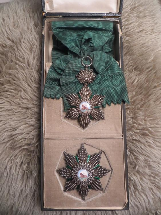 Lion and sun sash and breast star in the box.jpg