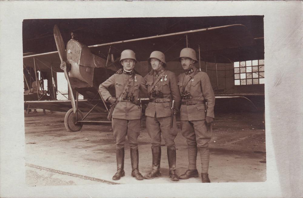 Gruppe, Flugzeug.JPG