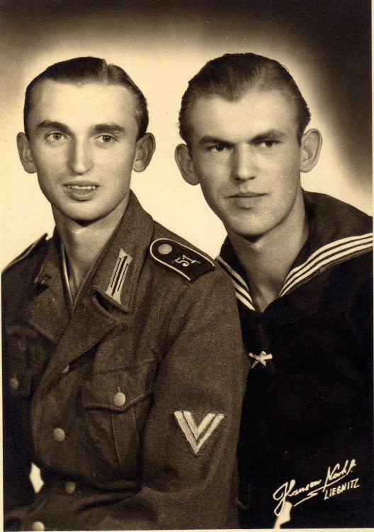 WH - 117 - Zum euwigen Andenken an die beiden lieben Brüder Walter und Rudi, Aug. 1941.jpg