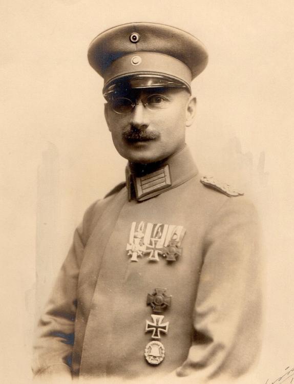 Oberstabsarzt Dr. Johannes  Friedrich.jpg