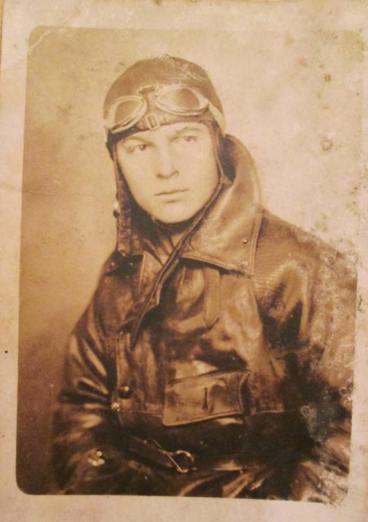 originalslika_Pilot-kraljevine-Jugoslavije-Petrovaradin-1930--120116259.jpg