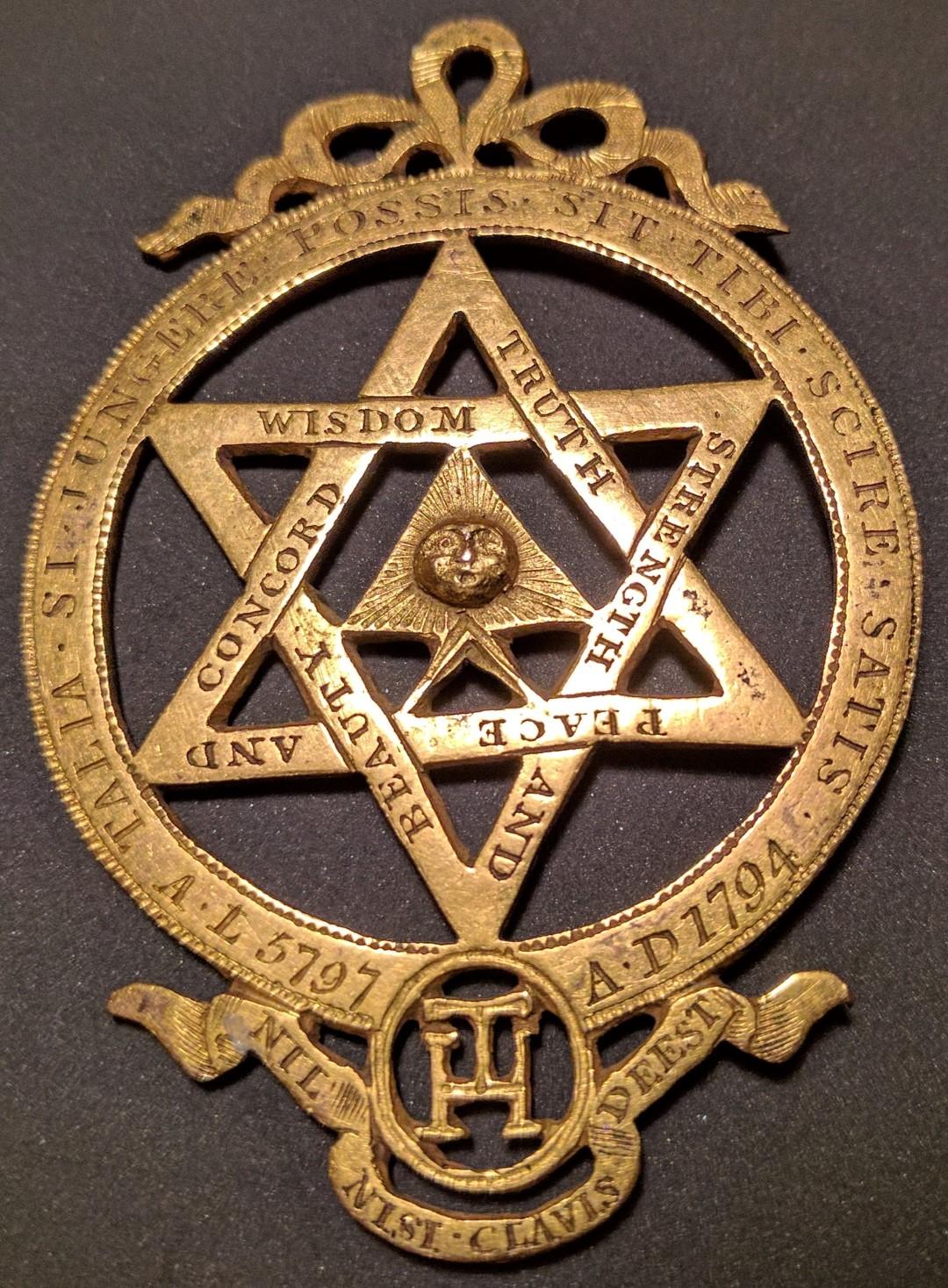 услугам гостей символы масонства фото рубль павла является
