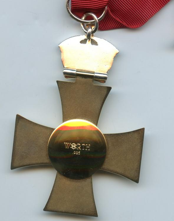 Tonga Order of St Georges 3rd Class neck badge reverse.jpg