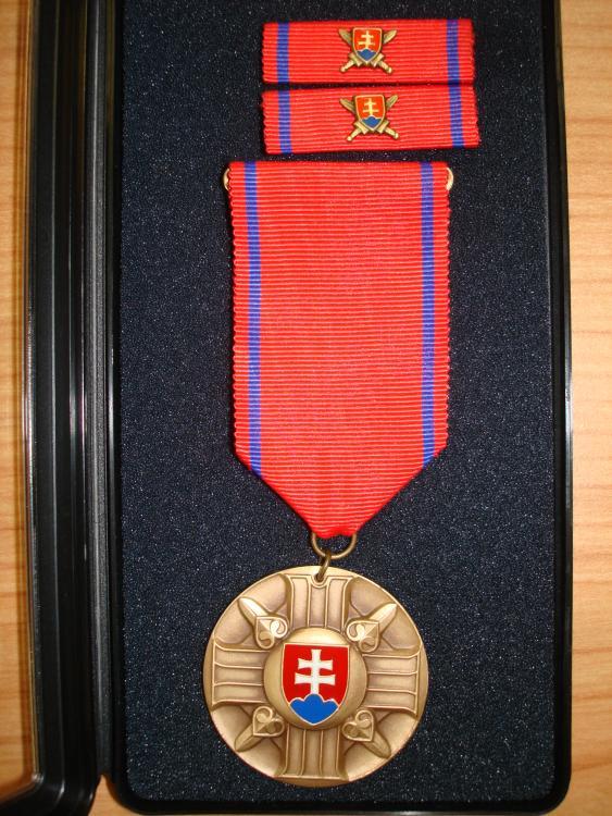 590503f43bf78_Commemorative_medal_of_the_Minister_of_Defence_of_the_Slowak_Republic_3rd_grade-2.thumb.jpg.b446f51b68ce997266e13d5ed9c22040.jpg