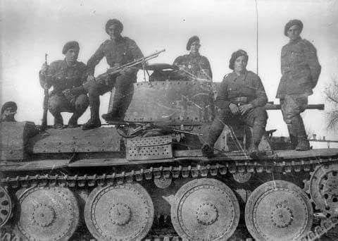 02290484d8b29af79b15e46dd9b0b2f5--eastern-front-ww-a-tank.jpg