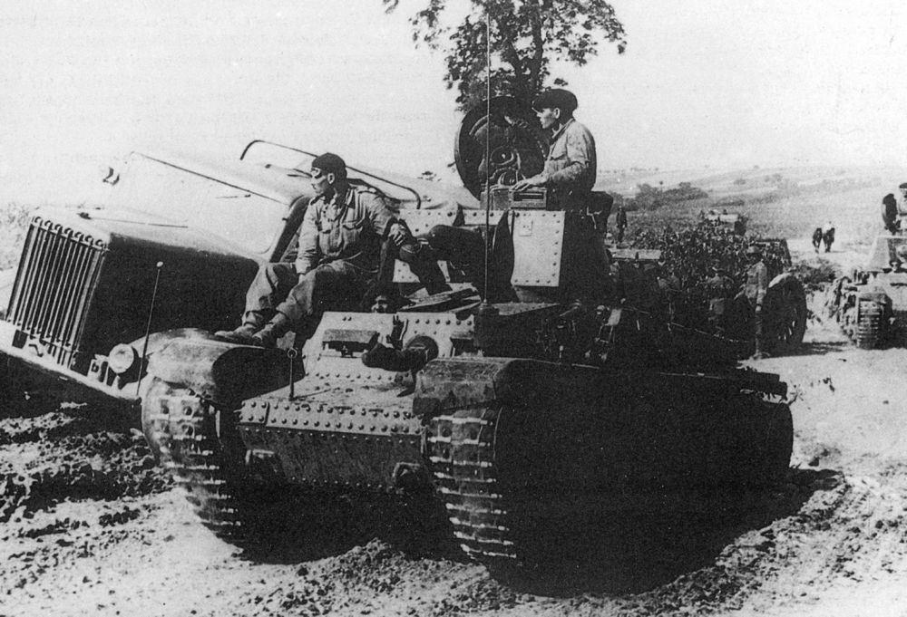1941-tancuri-romanesti-la-chisinau-01.jpg