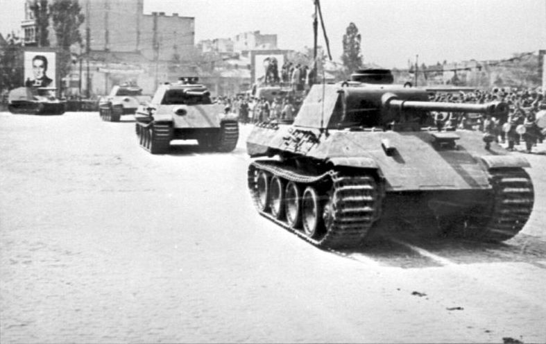 Romanian_Panther_tanks.jpg