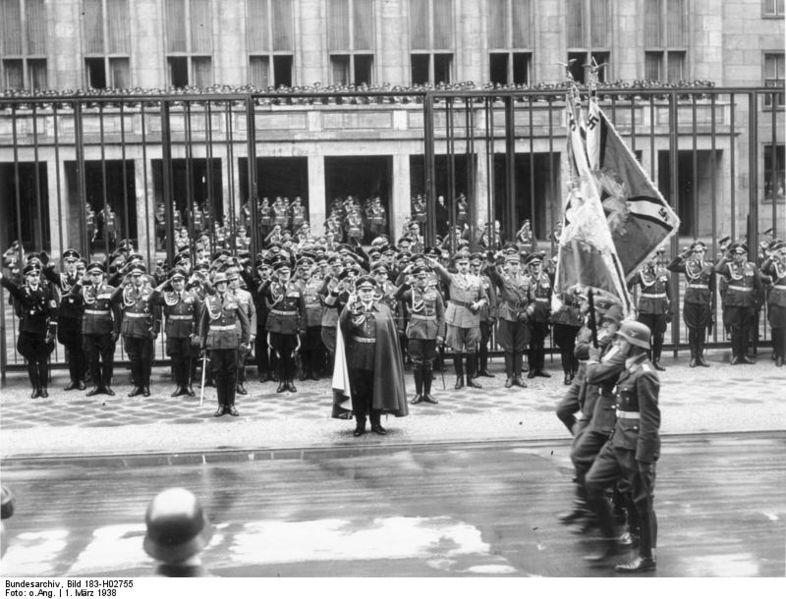 Berlin,_Parade_zum_Tag_der_Luftwaffe.jpg