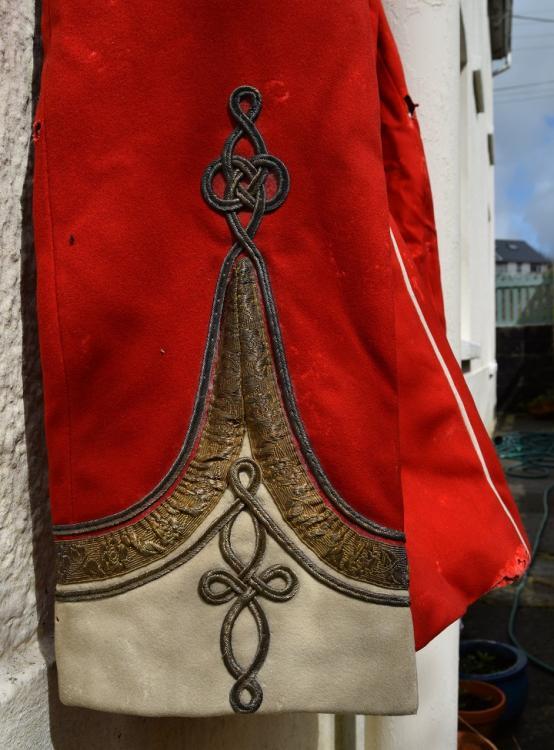 red tunic p5.jpg