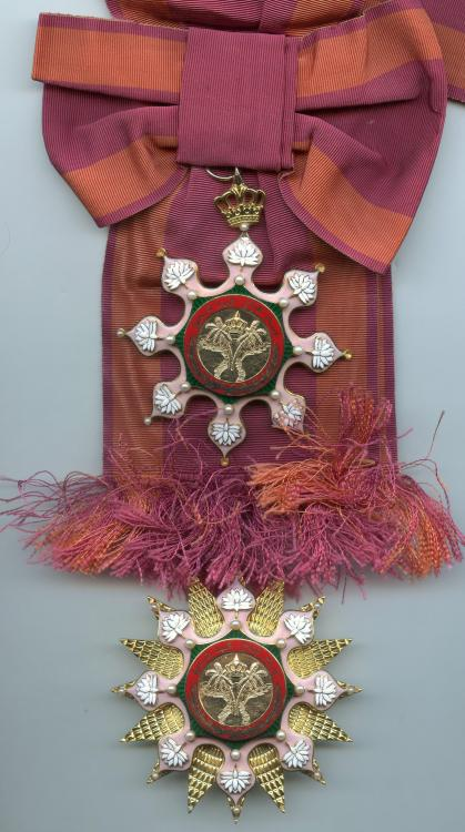 Irak Order of the Hashemite Crown set medium size.jpg
