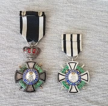 Fürstlicher Hausorden von Hohenzollern Ehrenkreuz 3. Klasse mit Schwertern_R.jpg