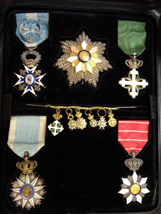 Madagascar Order of Radama Grand Officer set in case small size file.JPG
