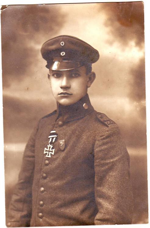 Res.Inf.Rgt. 220 (Verbandsabzeichen 4.Armee, EKII).JPG