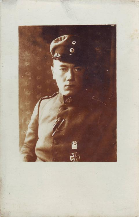 Musketier (Verbandsabzeichen,11.Armee, b.8.Res.Div., EK1).JPG