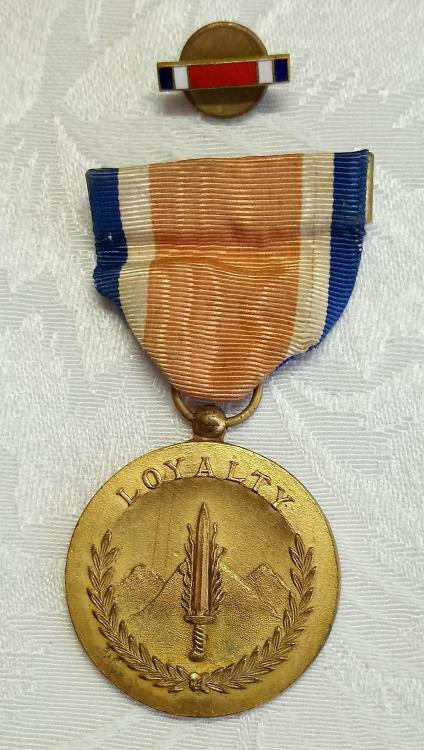 Philippines-Resistance Medal 1941-1945-O-D127.JPG