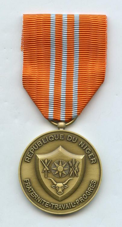 Niger Medaille Commemorative des Operations Extérieures obverse- Oversea's Operation Medal obverse small size.jpg