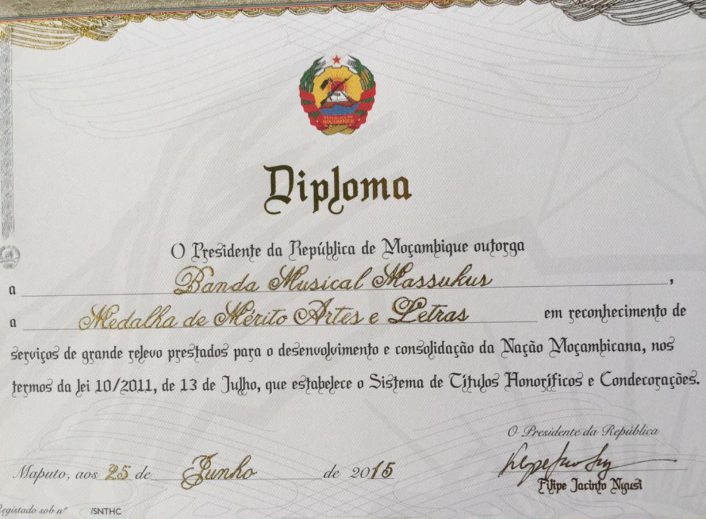 Mozambique Medal of Arts & Letters to Banda Muiscal Massukus 25 June 2015.png
