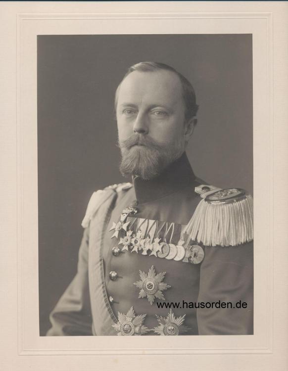 1308557070_1909-Lippe-LeopoldPortraitstehend-55_Uniform-Halskreuz_1909web.thumb.jpg.85bae906a083ede5d44cd17d48c072a6.jpg