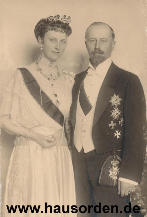 313713699_1922-Lippe-LeopoldPortraitmitFrstinAnna(Hochzeit)1922.thumb.jpg.5ba86331a67688d2a0ede33243fff824.jpg