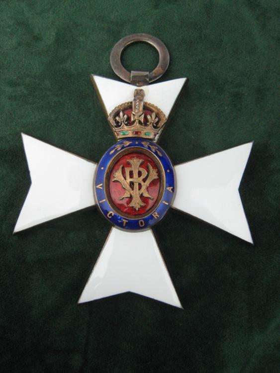 UK 00 - GCVO - Badge.JPG