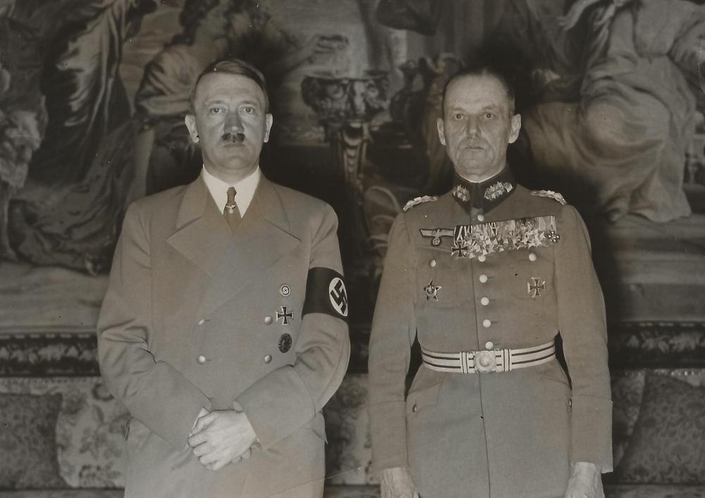 Hitler mit Rundstedt 1.jpg