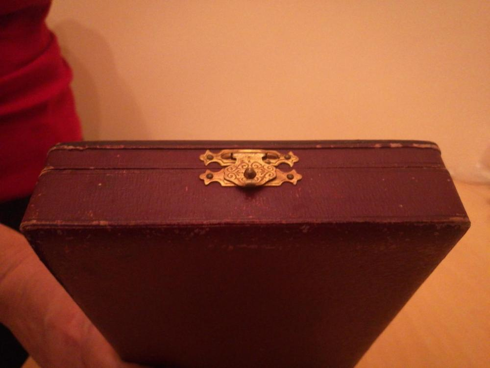 originalslika_Stara-kutija-strana-za-orden-ili-za-nakit--206470287.jpg