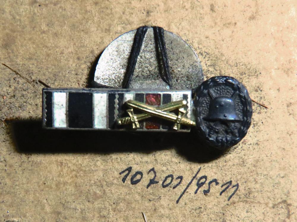 10701-9511 EK, Ehrenkreuz mit Schwert, Verwundeten-Abzeichen 10002.jpg