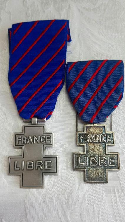 France-Commemorative Medal for Voluntary Service in Free France(O)-Comparison.JPG
