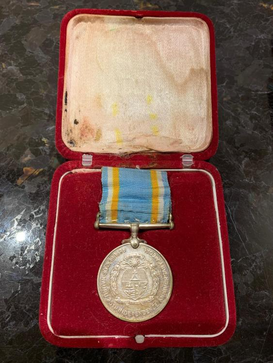 Nauru 25th Anniversary Independence Medal in its case 1.jpeg