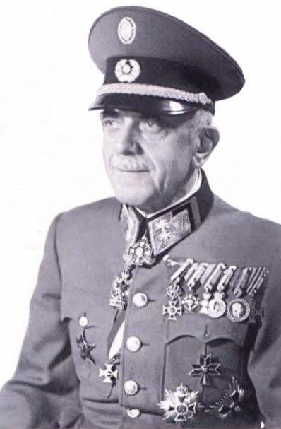 Tümgeneral Wladimir Laxa, Avusturya Cum Ordusu unifo.jpg