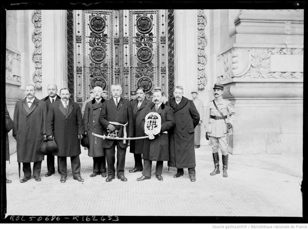 9 Sabre d'honneur offert à Verdun 29 nov 1917 ambass. Japon M.Matsui.JPEG