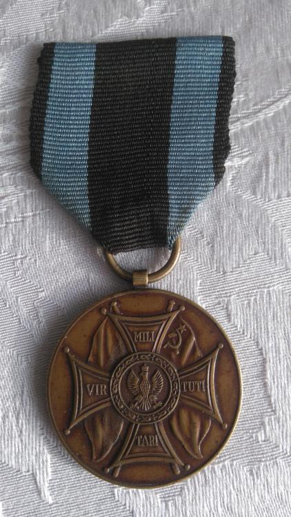 Poland-Medal of Merit on the Field of Glory-3rd Class Bronze-1st Version Grabski-O-D125.JPG