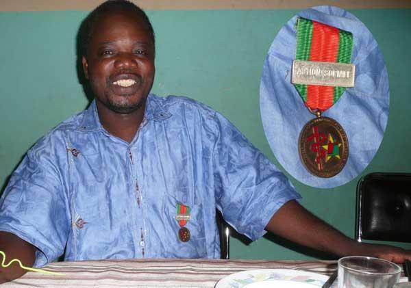 Burkina Faso Medaille avec barette Action Sociale.jpg
