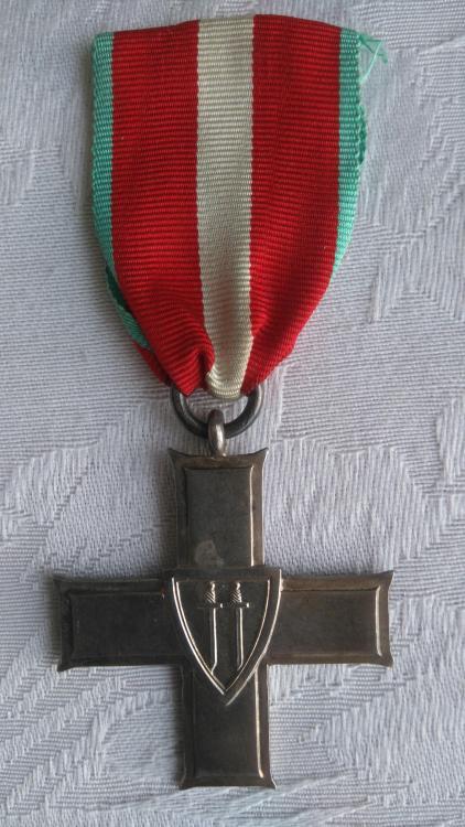 Poland-Order of the Cross of Grunwald 3rd Class(1)-O-E100.JPG