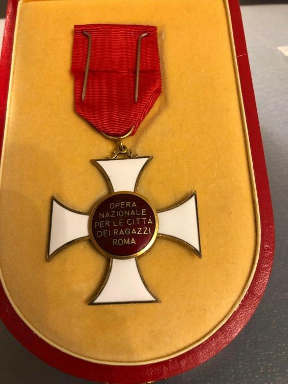 httpswww.ebay.comitmItalian-Order-Medal-Opera-Nazionale-Per-LE-Citta-Dei-Ragazzi-Roma-Cased-Italy324112401347ssPageName=STRK%3AMEBIDX%3AIT&_trksid=p2055359.m1431.l2649.jpg