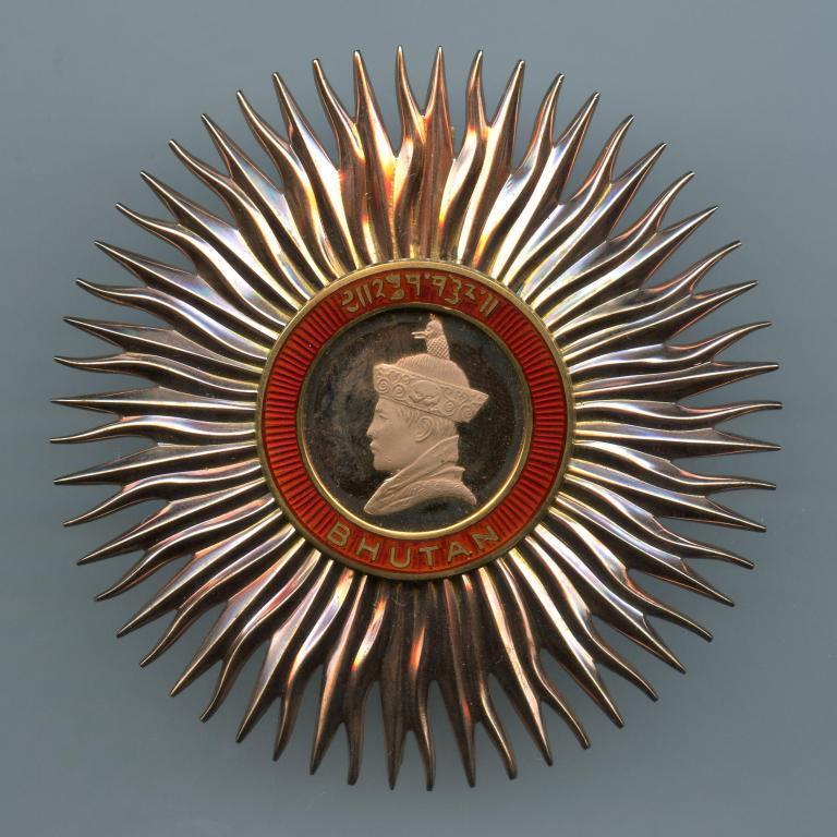 Bhutan Royal Order of Bhutan 1st Class breast star obverse-2.jpg