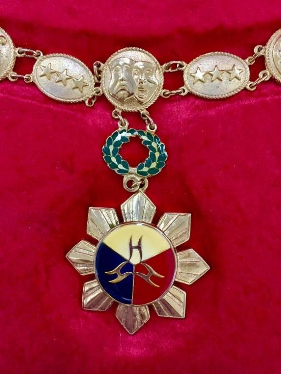 Philippines Order of the National Artist of the Philippines on Collar.jpg