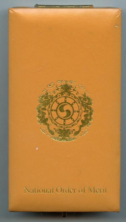 Bhutan National Order of Merit 2nd Class Case of Issue.jpg