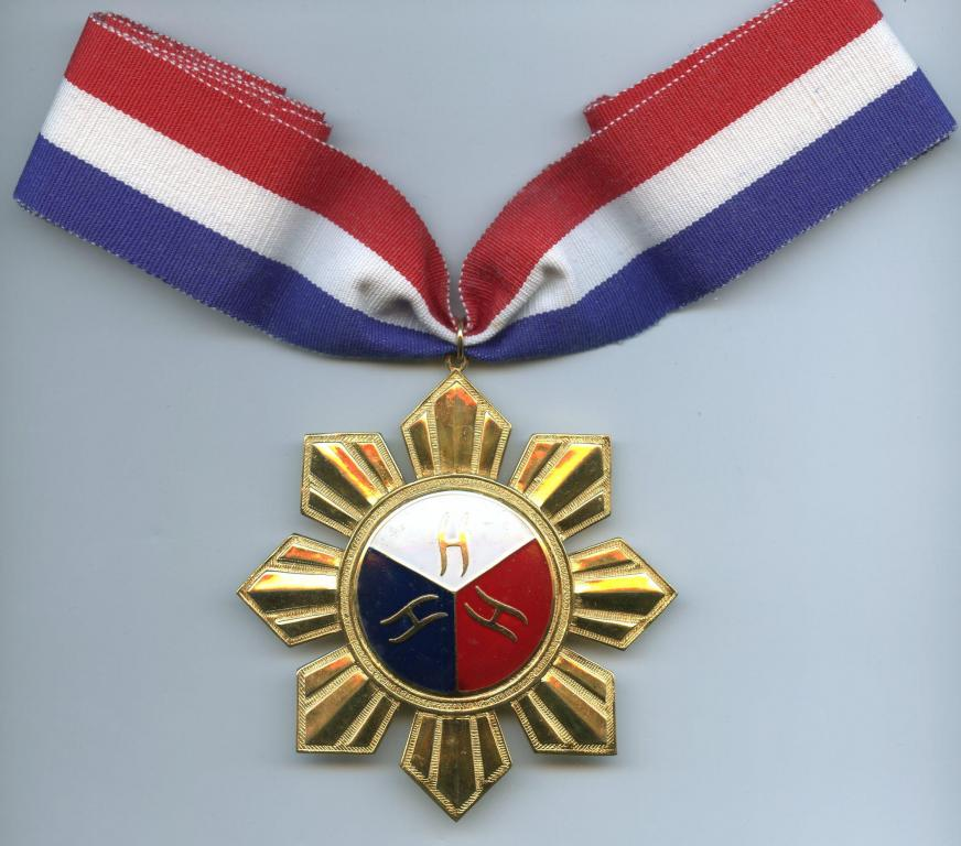 Philippines Order of the National Artist obverse.jpg