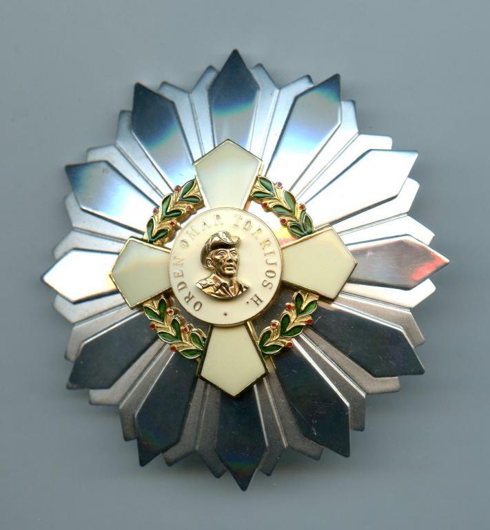 Panama Order Omar Torrijos 2nd Type Grand Cross breast star of the Silver Cross of Grand Cross.jpg