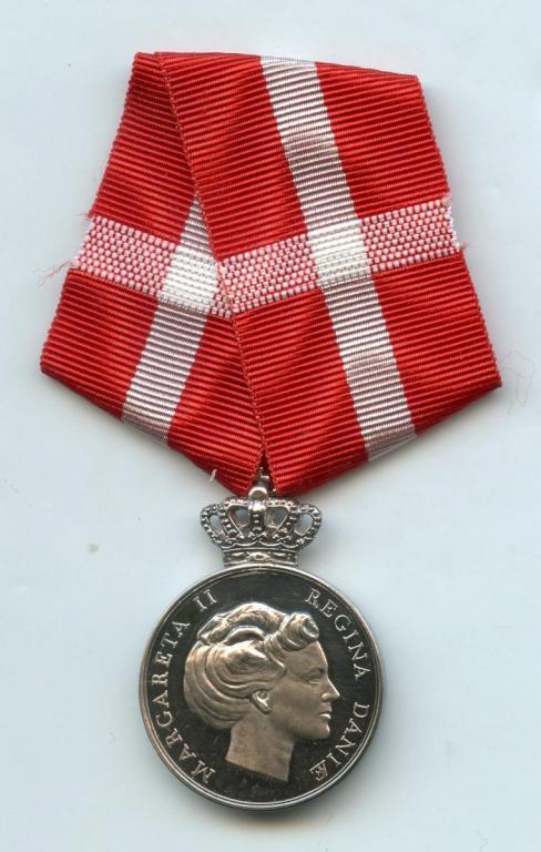 Denmark Queen Ingrid Memorial Medal 2001 obverse.jpg