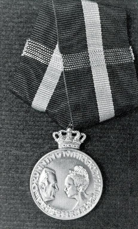 Denmark Queen Margareth Silver Wedding Medal 1992 obverse.jpg