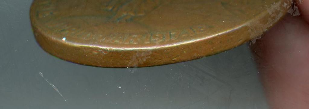 Philippines WWI Victory Medal side at 5 O'Clock thicker 3 millimeter.jpg