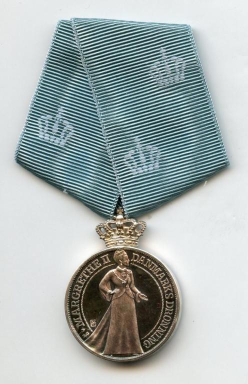 Denmark Queen Margareth II Silver Jubilee Medal 1997 obverse.jpg